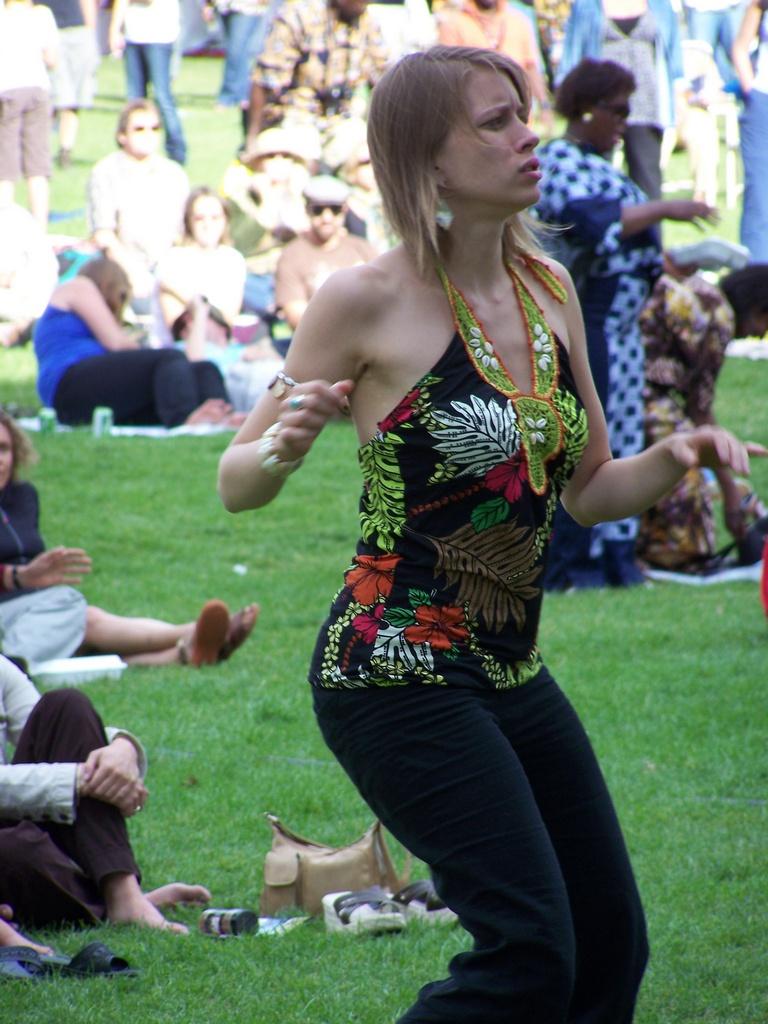 Afrikadeyes girl dances 4