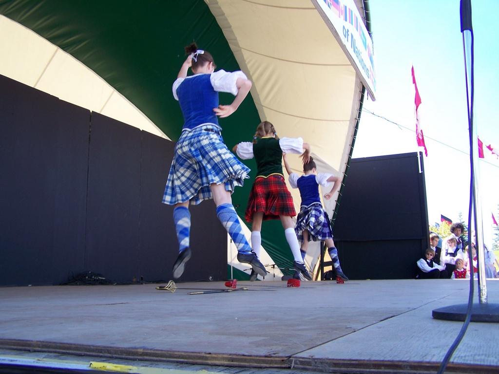 Brazier Dancers 02