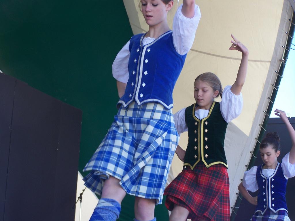 Brazier Dancers 03