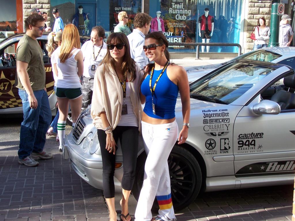 Riders pose with car at Bullrun 2008