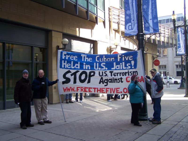 Demonstrators support Cuban Five