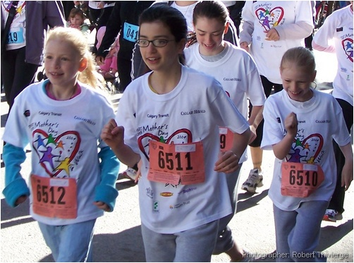 Young runners on Mother's Day 2009
