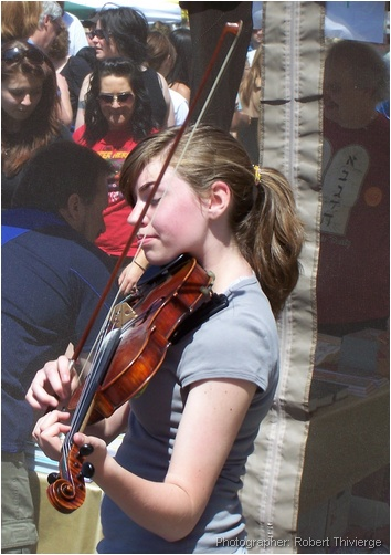 Lilac Violin busker