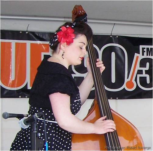 Miss Kimmi plays the dubble bass