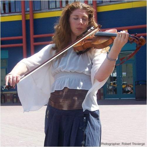 Feeling the sound of the violin