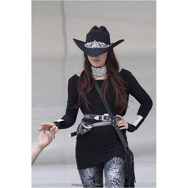 Cowgirl gets a hand