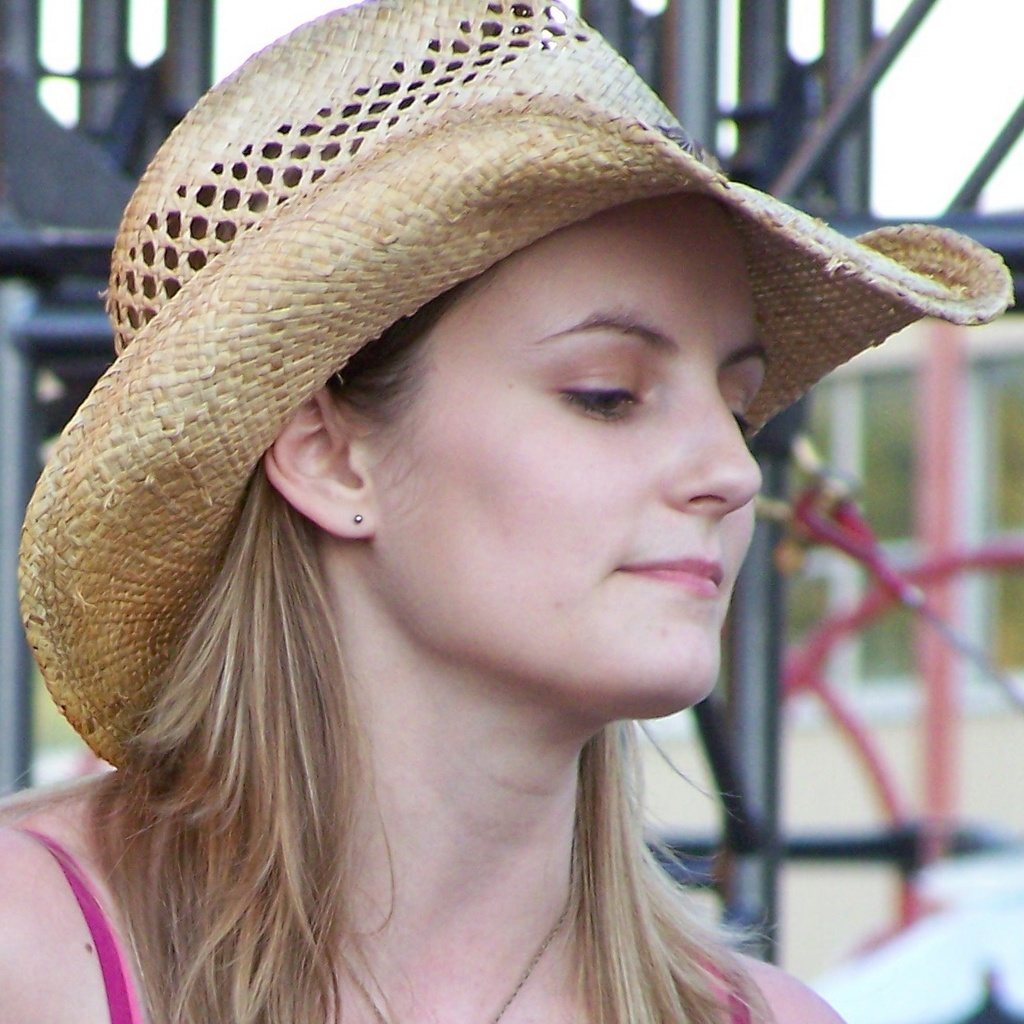 Lynley Hall 3 (head cropp)