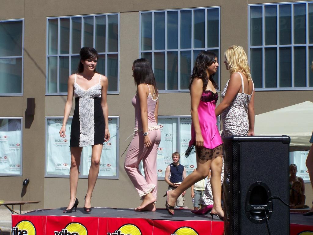 Sun and Salsa lingerie models